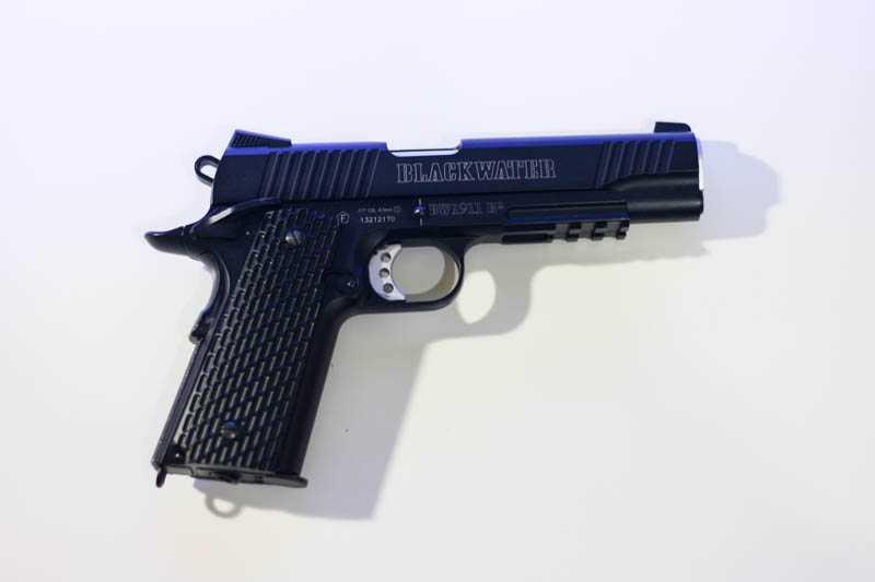 11)Пневматический газобаллонный пистолет Swiss Arms BW1911 R2