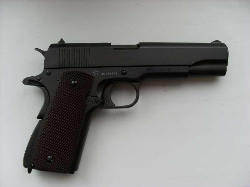 3)Пневматический пистолет Swiss Arms P1911