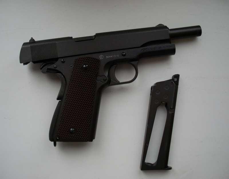 7)Пневматический пистолет Swiss Arms P1911