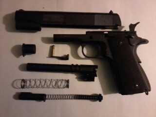 4)Пневматический пистолет Swiss Arms P1911