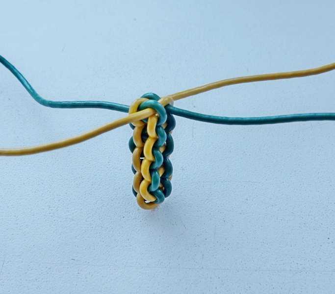 5)Некоторые особенности плетения темляков.