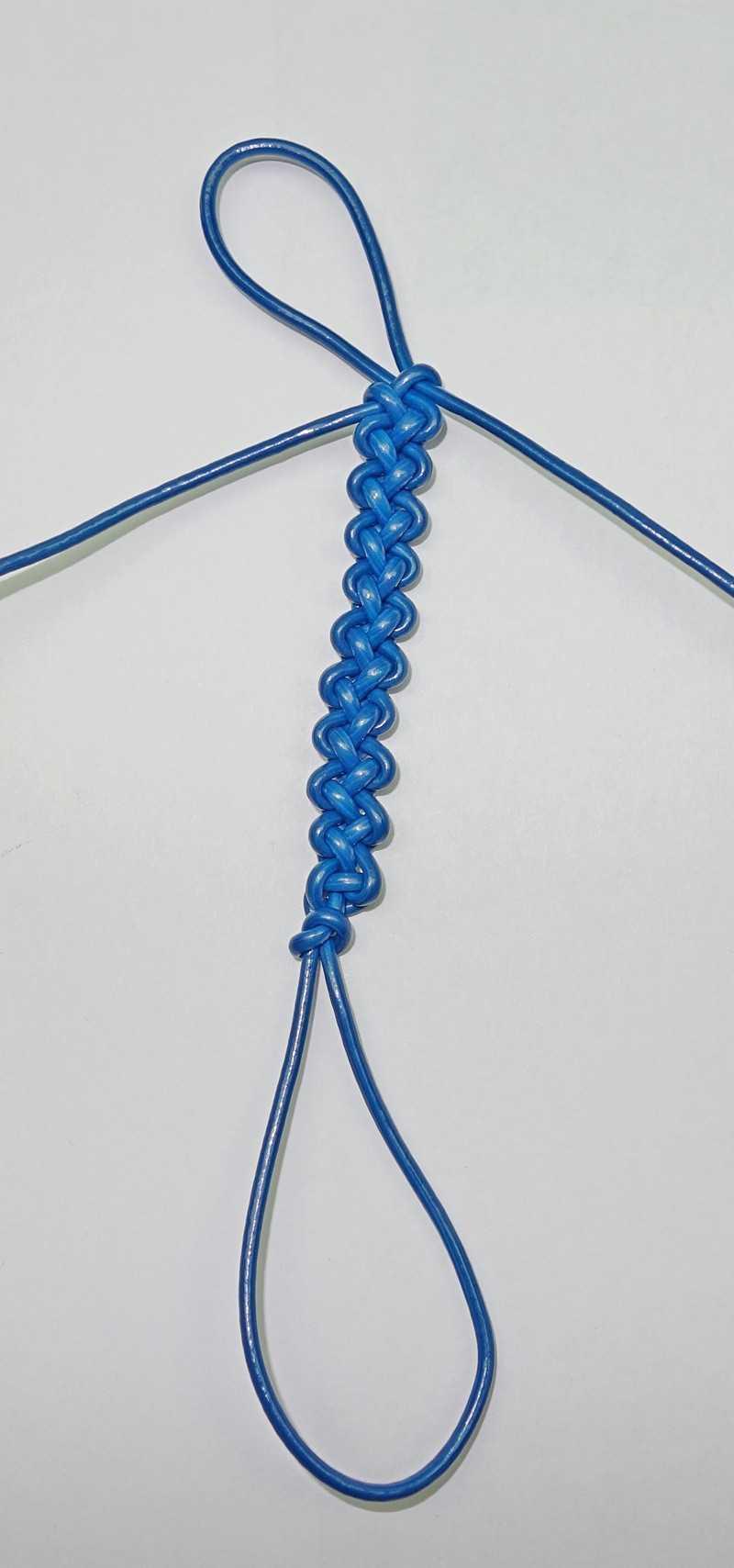 23)Некоторые особенности плетения темляков.
