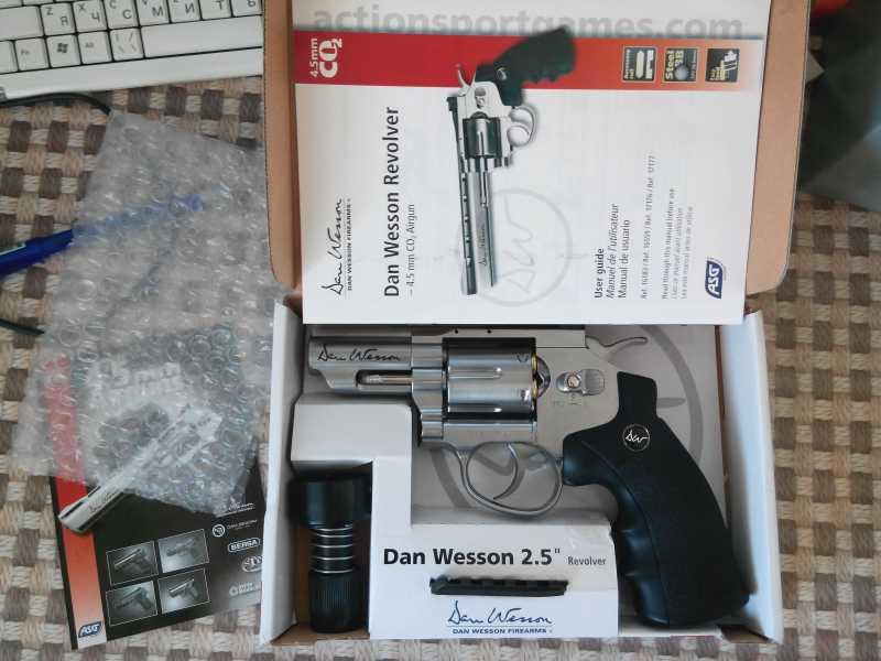 2)Знакомство с ASG Dan Wesson 2.5
