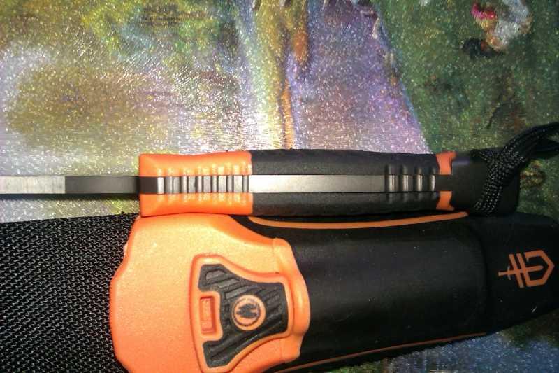 3)Обзор новой модели ножа от Беара Грилса