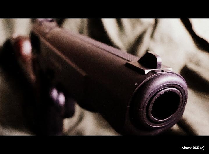 9)Пневматический пистолет Gletcher APS-P с кобурой - фотообзор.